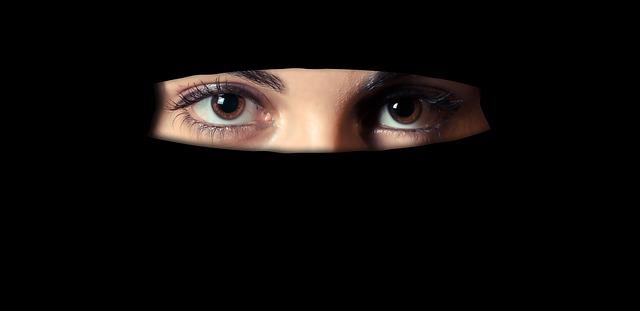 martwy zakaz zasłaniania twarzy