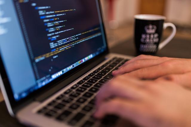 przestępca kradnie w sieci 1 milion euro