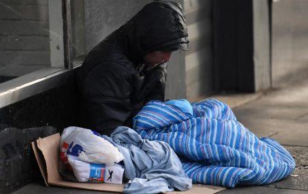 godzina policyjna a problem bezdomnych
