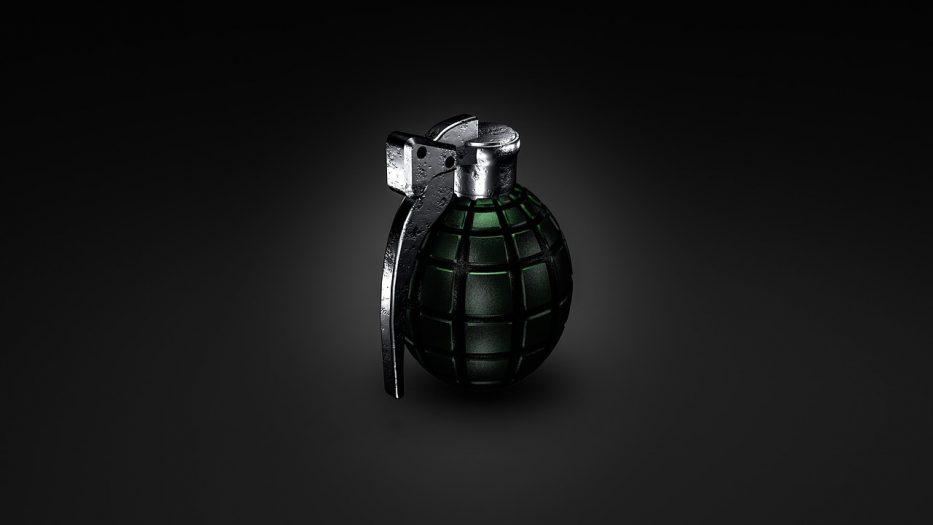 granat pod drzwiami