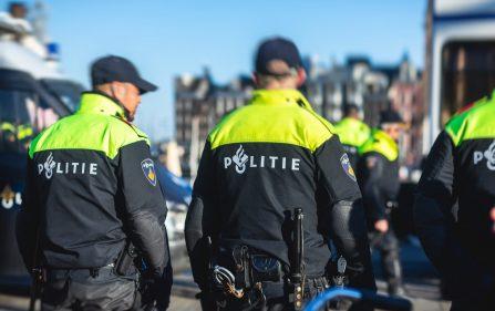 policja wygania ludzi z parków