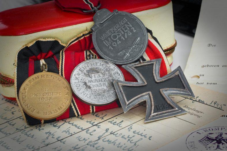 złodzieje kradną pamiątki po III Rzeszy