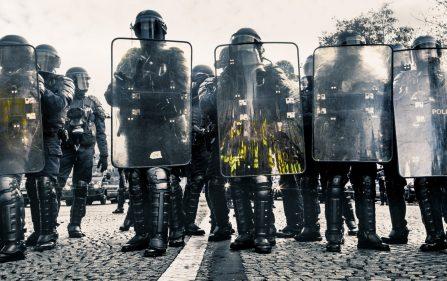 protesty i kary więzienia dla demonstrantów