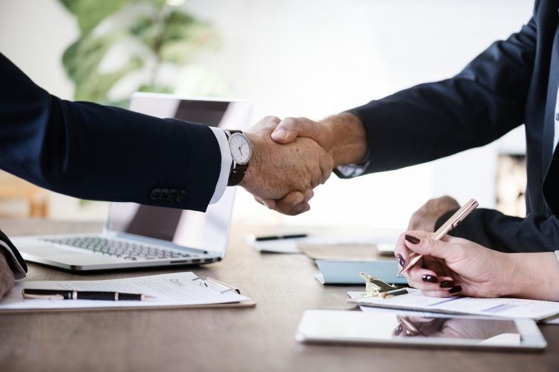maleje liczba umów o pracę na czas nieokreślony