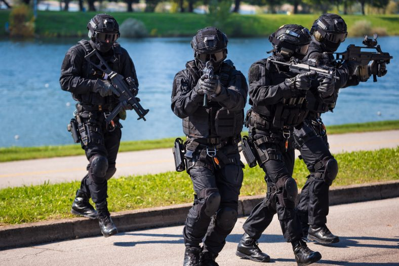 strzały i zakładnicy w holenderskim mieście