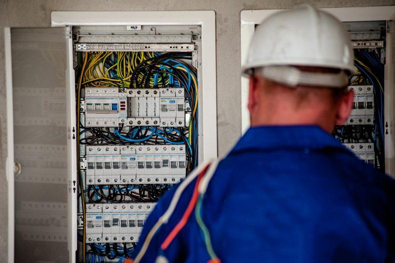 holendrzy poszukują elektryków