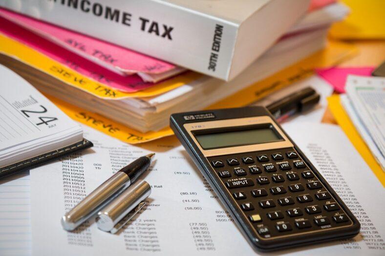 zwrot podatku - skoczek i potencjalne oszustwa