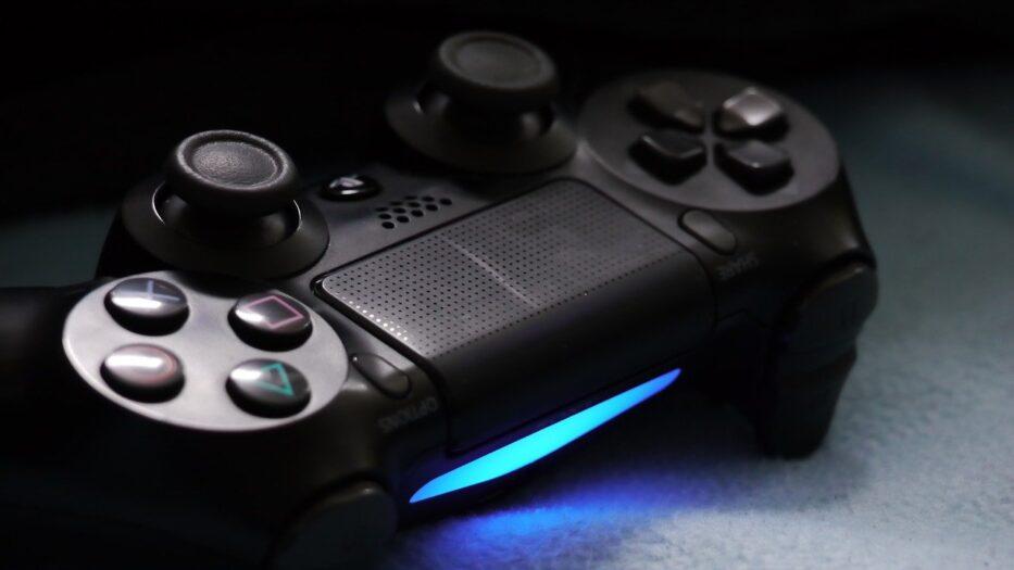 złodzieje podszywają się pod GGD i wynoszą PS4