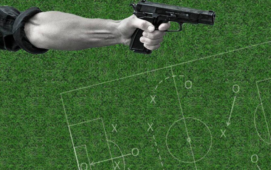 atakują żonę piłkarza gdy ten jest ma meczu