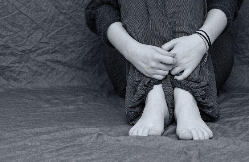 prokurator wykorzystuje seksualnie nastolatka