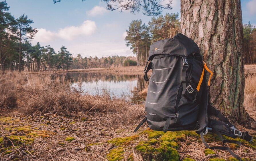 poszukiwania zbiega, turysta i plecak wojskowego