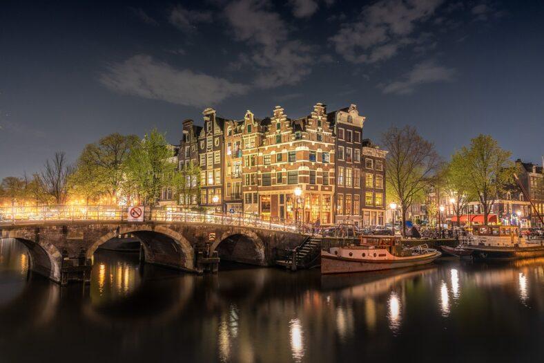 Amsterdam zamyka się na część turystów