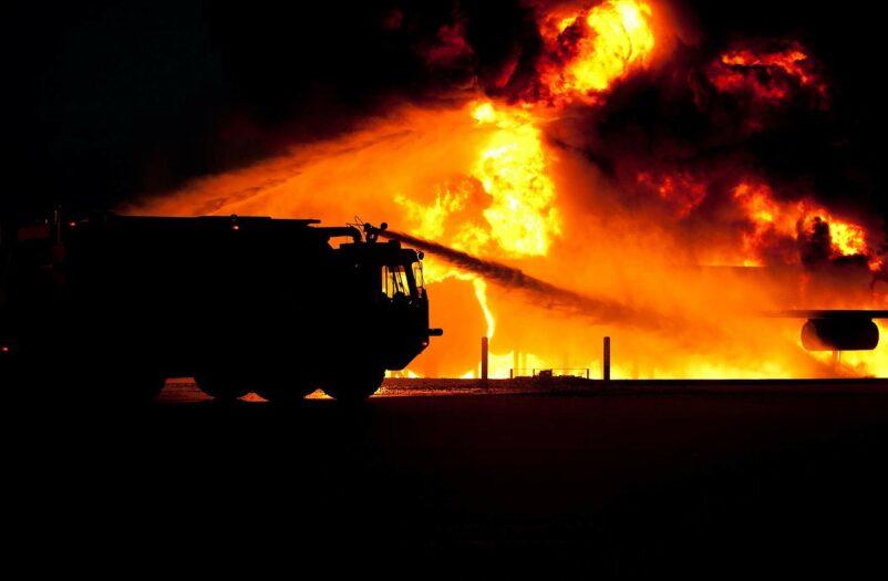 Ogromny pożar kończy działanie wielu firm w Soesterberg
