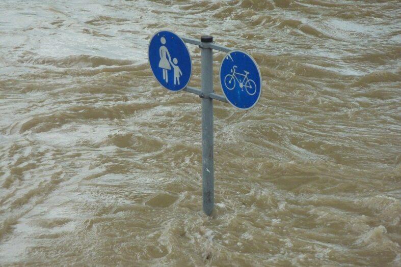 Powódź w Holandii nakaz ewakuacji Holendrów