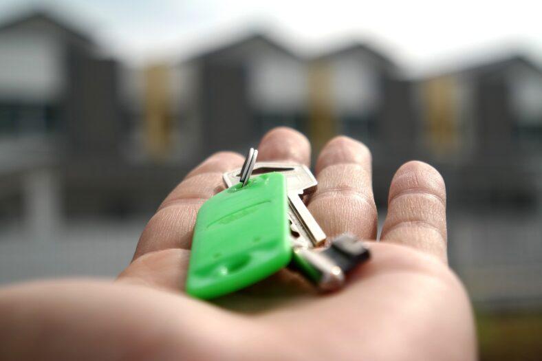 Służby wypowiadają wojnę oszustom mieszkaniowym
