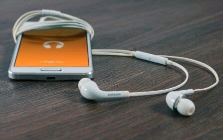 750 euro za słuchawki w uszach