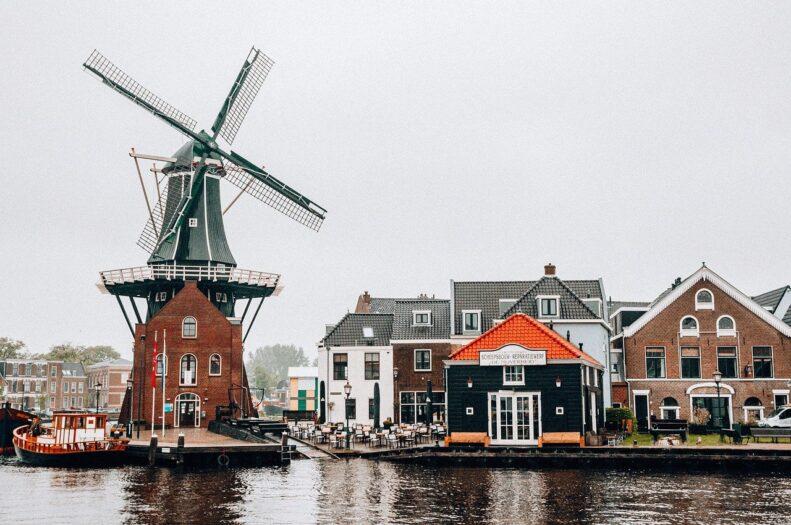 holenderska turystyka traci miliony