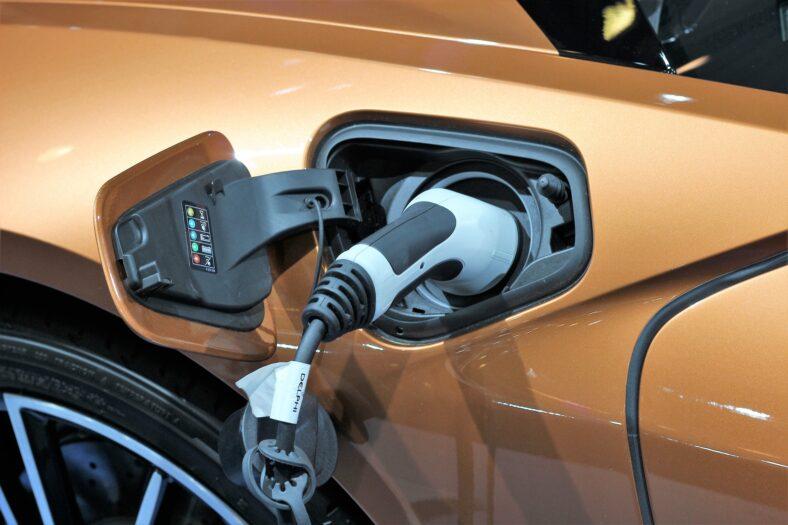 Energetycy boją się elektrycznych samochodów