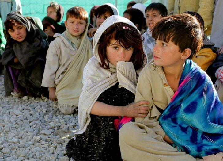 zarobić na uciekających z Afganistanu