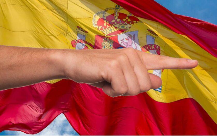 Hiszpanie wyrzucają Holendrów