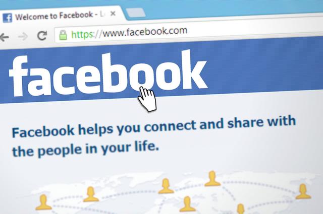 Facebook blokuje konta Holendrom