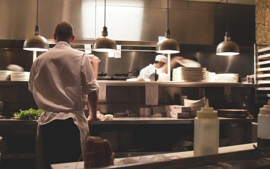 W Zelandii znów zamyka się lokale gastronomiczne