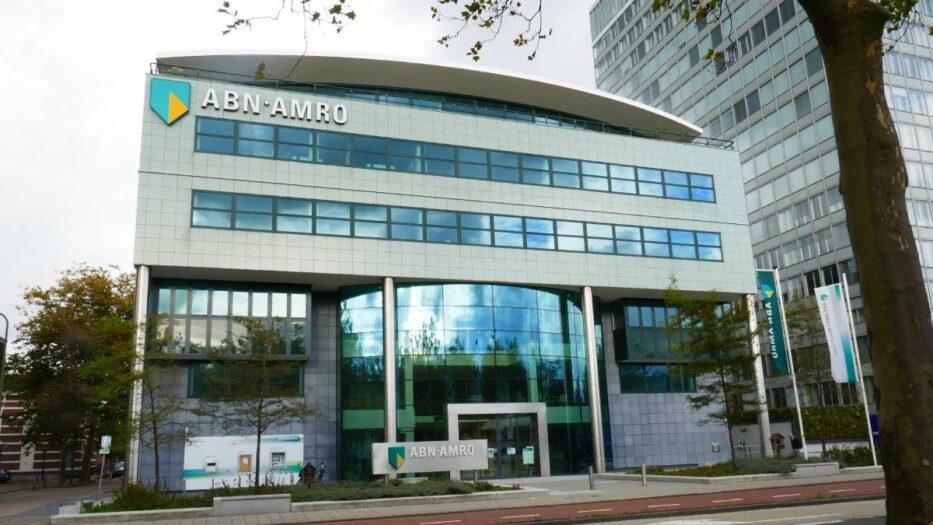 Holenderski bank oddaje pieniądze!