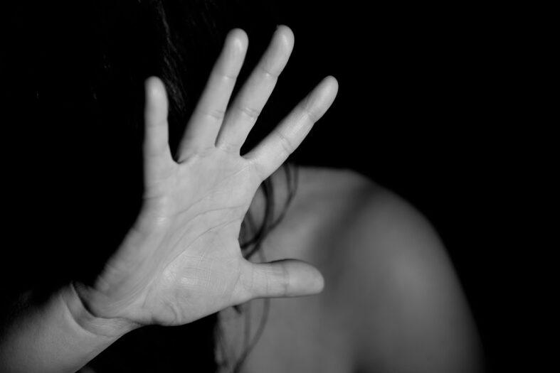 Kobieta dowiaduje się, że została zgwałcona