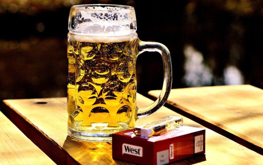 Piwo i papierosy za pracę w Amsterdamie